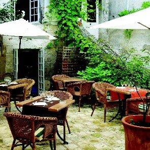 Hostellerie Le Donjon**