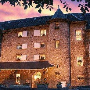 Château des Comtes de Challes***
